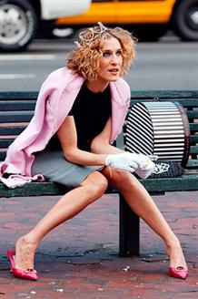 Carrie Bradshaw Stili İçin Dolabın��za Bu 6 Parçayı Ekleyin