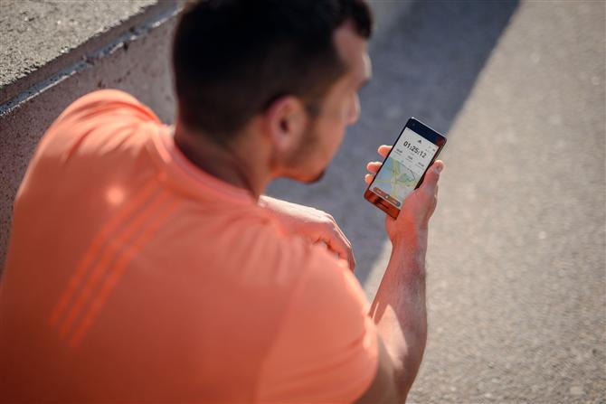 Adidas #HOMETEAMHERO Hareketiyle İyiliğe Davet Ediyor