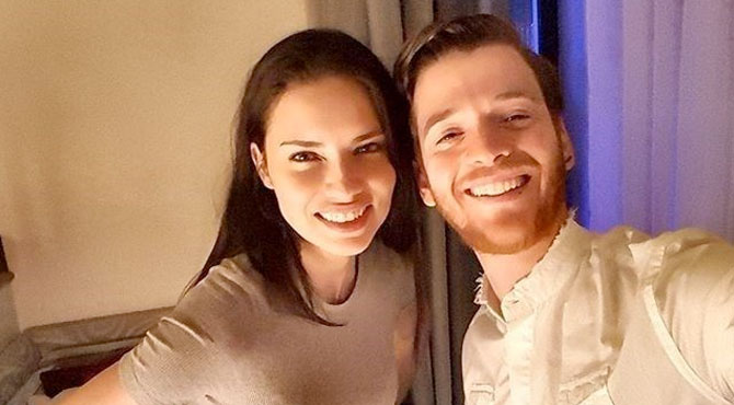 Adriana Lima Metin Hara'yı Aileye Tanıttı