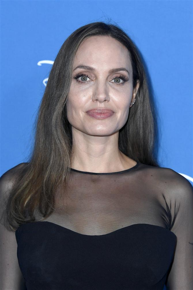 Angelina Jolie Kendi YouTube Kanalını Açtı