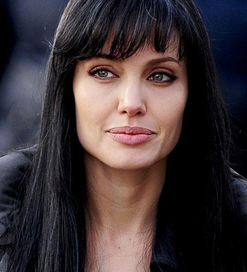 Angelina Jolie sadece duşta rahatlıyor