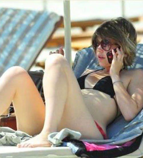 Aslı Enver bikinili