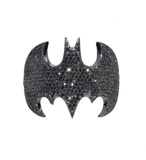 `Batman`in yarasası bilezik oldu