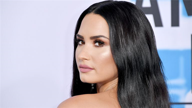 Demi Lovato'dan Tedavi Sonrası İlk Selfie
