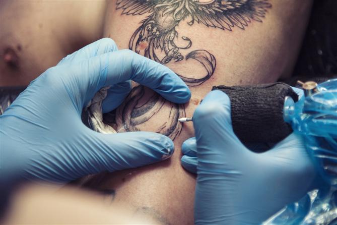 Dövme Enfeksiyonları Nasıl Geçer?