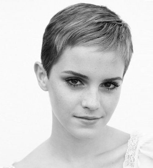 Emma Watson saçlarını kısacık kestirdi!
