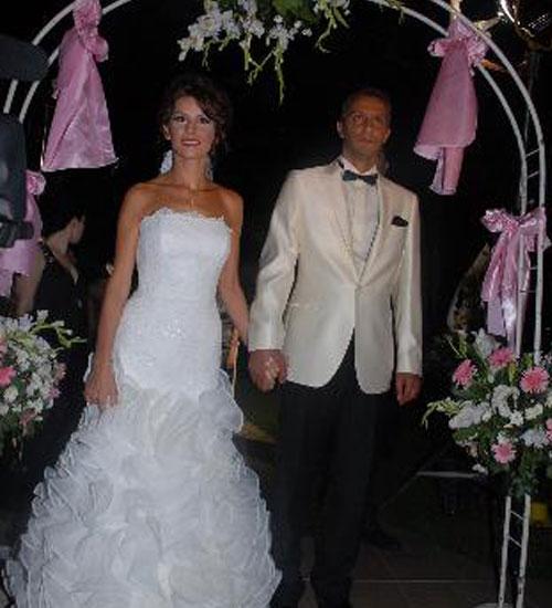Esra Erol`a düğün hediyesi BMW