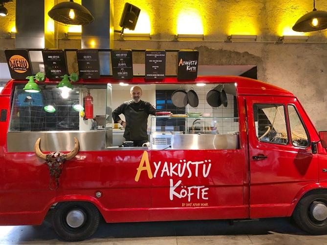 "Food Hall İstanbul'un Yeni Markası ""Ayaküstü Köfte"""