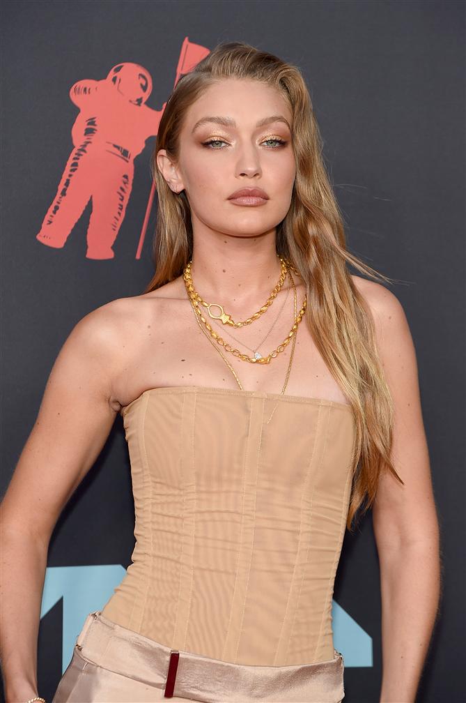 Gigi Hadid'in Büyüleyici MTV Ödülleri Makyajının Tüm Adımları!