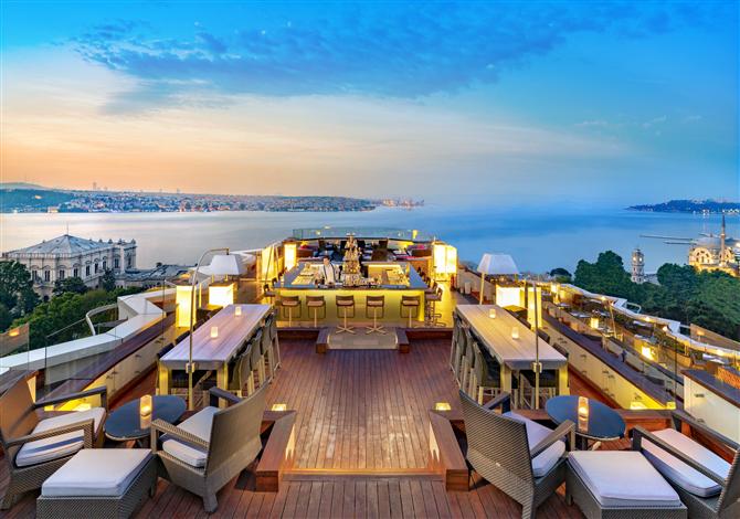 Göz Alıcı Manzaraya Doyamayacağınız Deneyim 16 Roof'ta