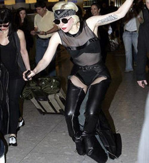 Lady Gaga düştü