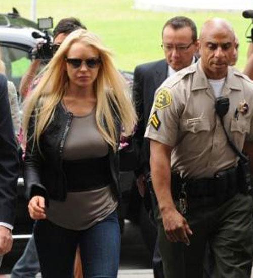 Lindsay Lohan kelepçeli