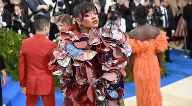 Met Gala'nın Sunuculuğu Rihanna'ya Emanet