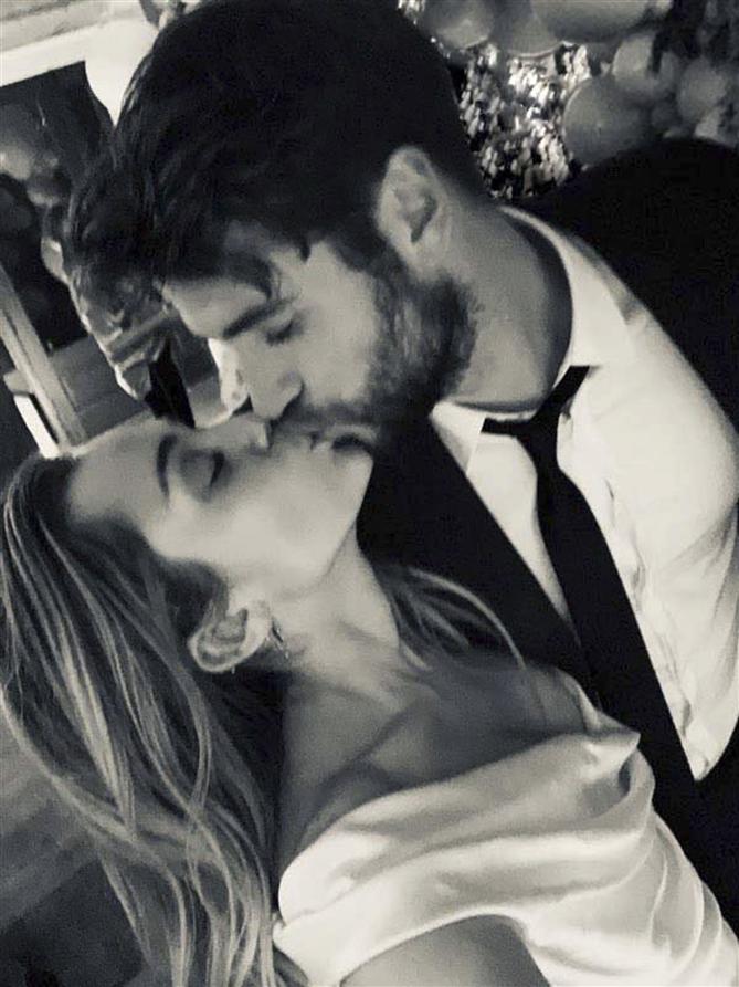 Miley Cyrus ve Liam Hemsworth'den Romantik ve Eğlenceli Düğün Paylaşımları