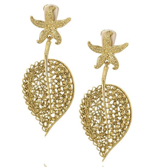 Oscar de la Renta altın yaprak küpeleri