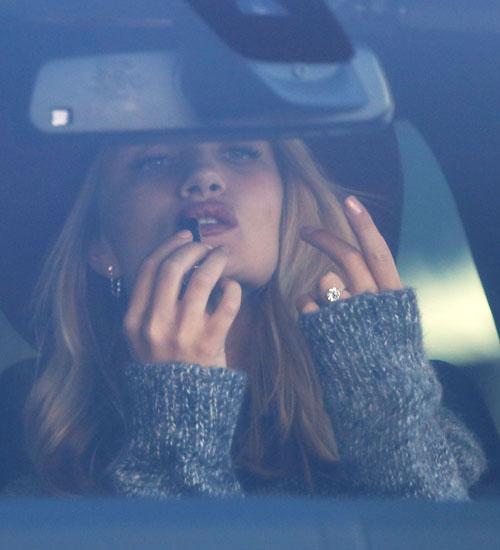 Rosie Huntington-Whiteley`nin Nişan Yüzüğü