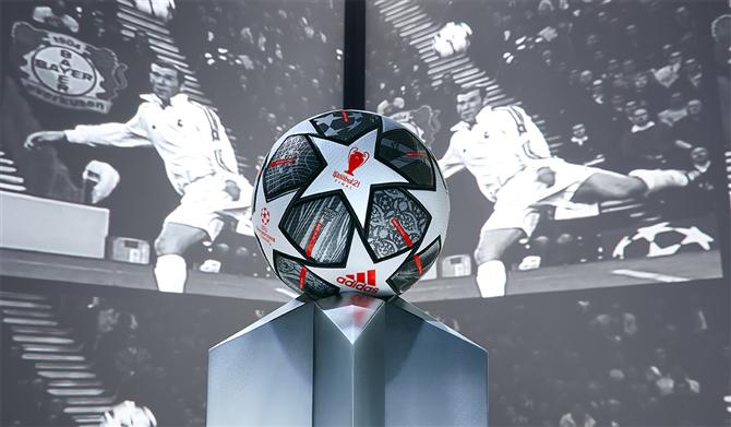 Şampiyonlar Ligi Anıları FINALE ISTANBUL 21'de Buluştu