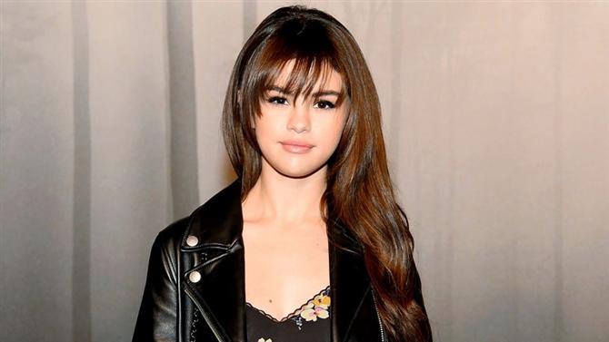 Selena Gomez Hastaneye Kaldırıldı!