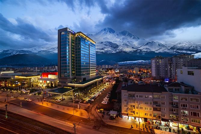 Sömestırı Radisson Blu Hotel Kayseri ile Kışın Favorisi Erciyes'de Yaşayın