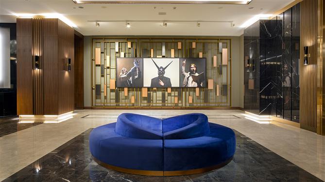 Ünlü Ressam Mine Tudun'un Eserleri  Hilton Maslak'ta