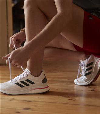adidas'tan Yeni Başlayanları İlk Adıma Teşvik Edecek Koşu Ayakkabısı: Supernova