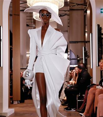 Balmain Couture S/S 2019 Defilesinin İddialı Tasarımları