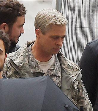 Brad Pitt Gri Saçlarıyla