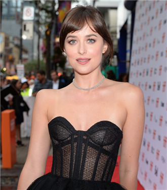 dakota-johnsonin-yillar-icinde-ustalastigi-8-trend-24958-18112019113437.jpg