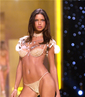 Doğum Günü Şerefine Adriana Lima'nın Güzellik Evrimi