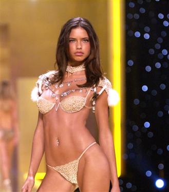 Doğum Günü Şerefine Adriana Lima'nın Güzellik Evrimi