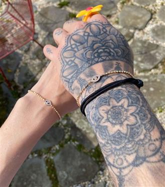 Gigi Hadid ve Zayn Malik'in Çok Konuşulan Nazar Boncuğu Bileklikleri