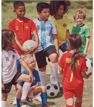 H&M ve UEFA Vakfı İş Birliğinde Futbol Tişörtlerinden Oluşan Çocuk Koleksiyonu