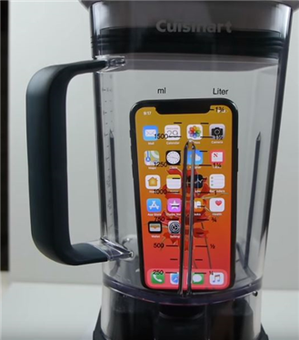 IPhone X'i Parçalayıp Suyunu İçti
