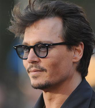 Kısa saçlarıyla Johnny Depp