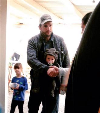 Mila Kunis ve Ashton Kutcher`in kızı Wyatt