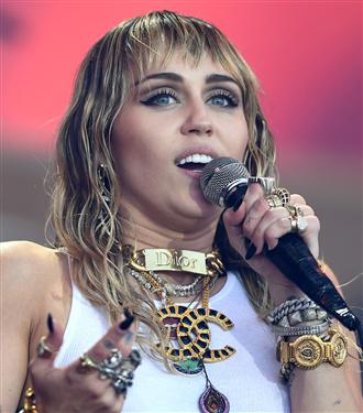 Miley Cyrus Cody Simpson İle Yeni Bir Aşka Yelken Açtı