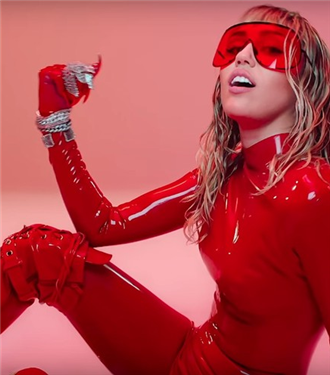 Miley Cyrus'tan Tabuları Yıkan Video Klip