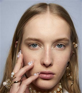 new-york-moda-haftasindan-goz-alici-manikur-trendleri-5996-15022019180038.jpg