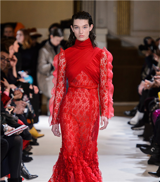 Paris Moda Haftası: Giambattista Valli Sonbahar 2017