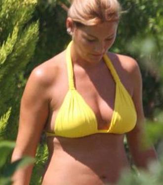 Pınar Altuğ bikinili