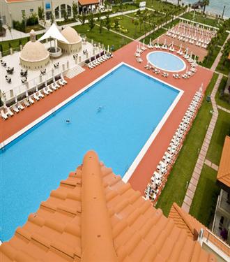 Radisson Blu Resort bir yaşında