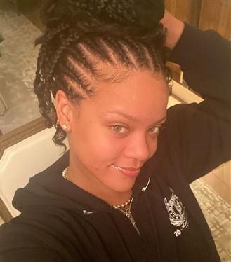 Rihanna'dan 2020'nin İlk Güzellik Görünümü: Makyajsız Cilt ve Örgü Saçlar