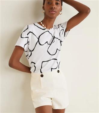 Sonbaharda Bütün Ceketlerinize Uyum Sağlayacak 10 Havalı Beyaz Tişört