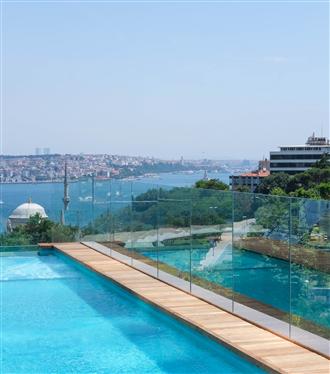 The Ritz-Carlton Istanbul'un Sonsuzluk Havuzunda Yaza Merhaba Partisi