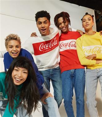 Tommy Hilfiger Yeni Tommy Jeans Coca Cola Kapsül Koleksiyonunu Tanıttı