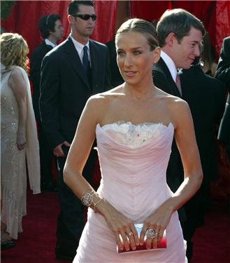 Tüm Zamanların En Beğenilen Emmy Ödülleri Kırmızı Halı Elbiseleri