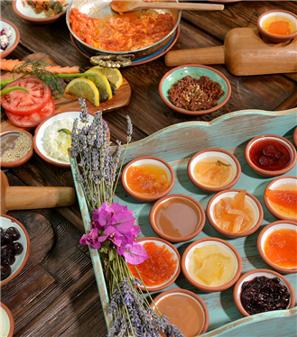 Yeni Yıl Kahvaltı Keyfini Çeşme Bazlama Kahvaltı'da Yaşayın