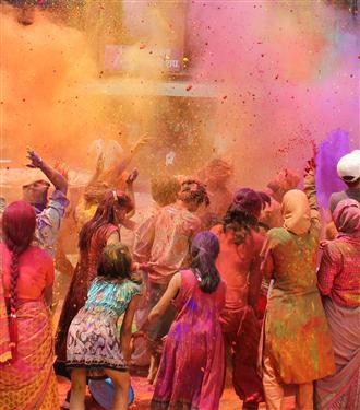 """YOLPLANIM.COM'un Hazırladığı """"Dünyanın En Renkli Festivalleri"""" Dosyası"""