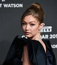 Gigi Hadid, Pirelli 2019 Takvimi Galasında Büyüledi