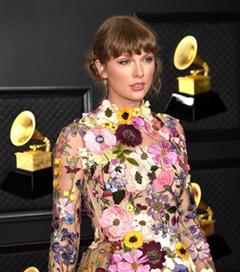 2021 Grammy Ödül Töreni'nin En İyi Saç ve Makyaj Görünümleri